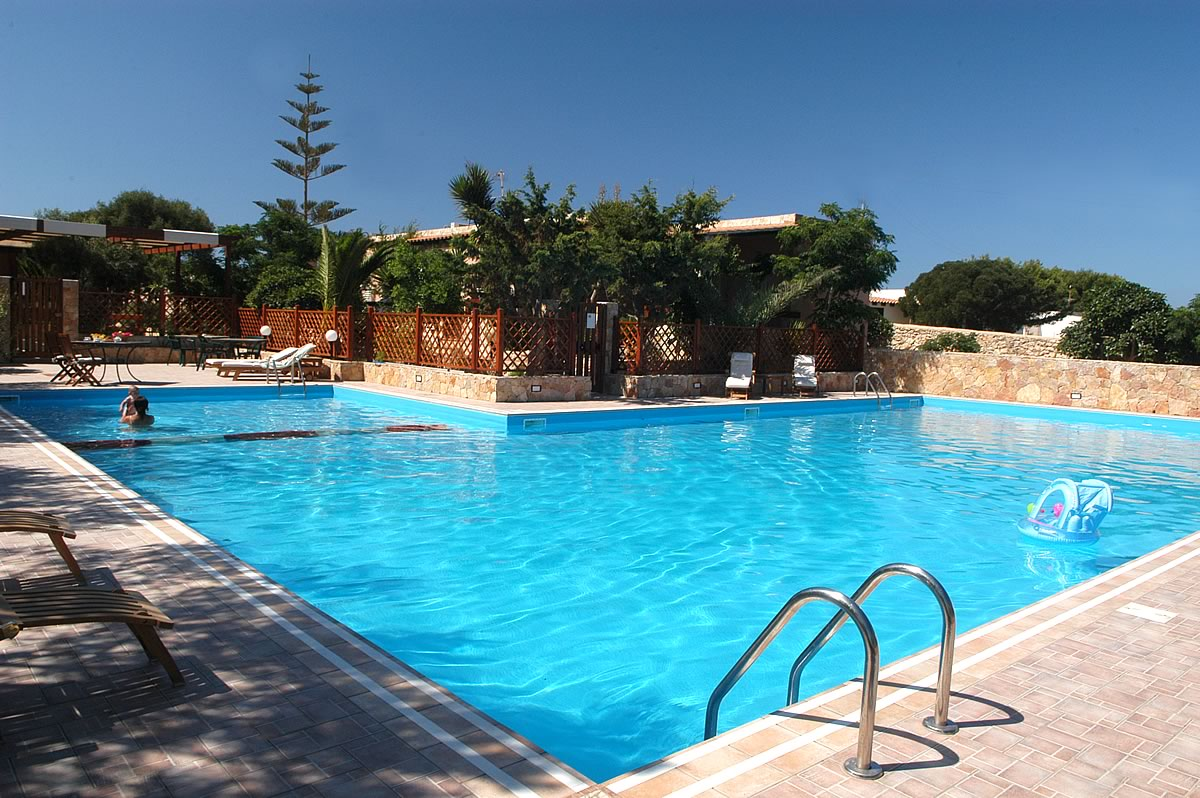 Gallery villaggio residence lampedusa villalba for Isola gonfiabile piscina